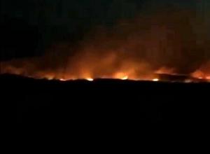 Яркое зарево ночных пожаров под Ставрополем попало на видео