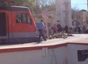 Локомотив на полном ходу протаранил перрон в Кисловодске