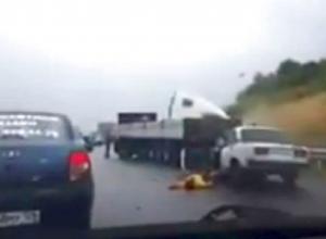 Смертельное ДТП с фурой и тремя ВАЗами сняли очевидцы на видео в Ставропольском крае