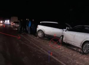 Водитель выехавшего на «встречку» внедорожника спровоцировала аварию с тремя пострадавшими на Ставрополье