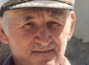 78-летний дедушка в светлом пиджаке вышел из больницы и пропал в Ставрополе