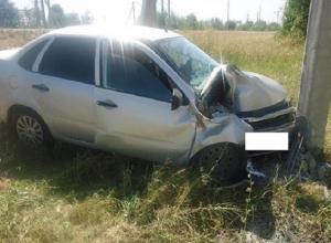 Неопытная женщина-водитель на «Гранте» превысила скорость и «влетела» в столб на Ставрополье