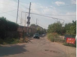 «Почему нельзя отремонтировать улицы, по которым ездят простые смертные?», - жительница Ставрополя возмущена состоянием дорог