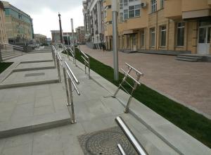 Новые перила на Александровской площади погнули вандалы в Ставрополе
