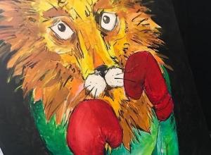 Грозного льва в боксерских перчатках нарисовал ставропольский певец Димосс Саранча
