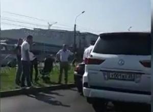 Белый «Лексус» не поделил дорогу с «Опелем» на проспекте Кулакова в Ставрополе