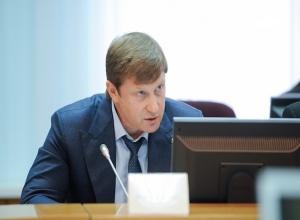 «Человека, который уже был под подозрением, ставить на должность министра странно», – эксперт о домашнем аресте министра Васильева