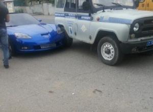 Элитный спорткар из свадебного кортежа влетел в полицейский «бобик» при обгоне на Ставрополье