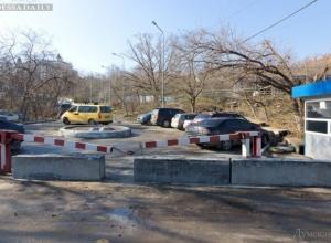 В Пятигорске перекрыли улицу бетонными плитами