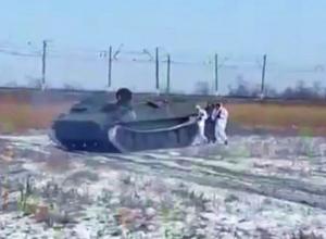 Танковая техника, взрывы и выстрелы поразили жителей Минвод