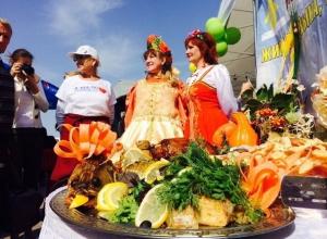 Осенние лакомства бесплатно отведали горожане на фестивале еды в Ставрополе