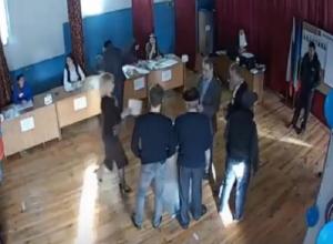Во вбросе бюллетеней заподозрили членов УИКа в КЧР