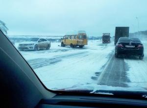 Две машины и пассажирская маршрутка столкнулись под Ставрополем