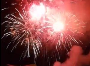 Яркий салют на закрытии фестиваля «Студенческой весны» попал на видео в Ставрополе