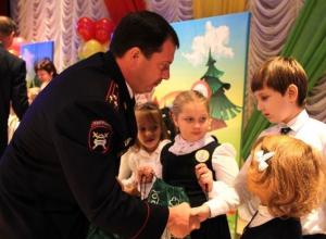 Первоклассники получили необычные ранцы в Ставрополе