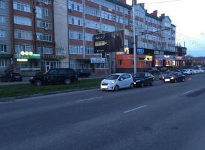 Неопытная девушка-водитель на элитной иномарке устроила ДТП с четырьмя авто в Ставрополе