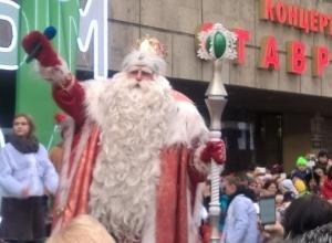 Дед Мороз из Великого Устюга приехал на микроавтобусе в Ставрополь