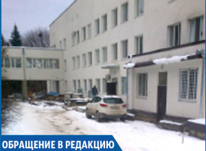 «Нас не пустили на машине в детскую краевую больницу и нам пришлось идти по скользкому льду», - жительница Черкесска
