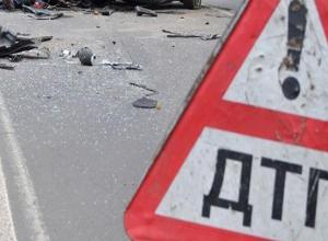 В дерево врезалась женщина на «Ладе-Калине» из-за плохой погоды на Ставрополье