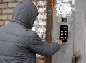 Безопасности жителей ставропольской многоэтажки угрожает поломанный домофон