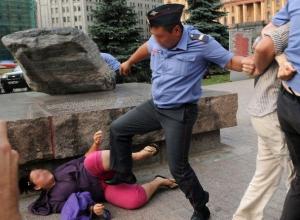 Полицейский избил женщину за то, что она пожаловалась на него в следком Ставрополья