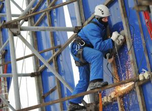 Незаконные вывески демонтировали с фасадов зданий в юго-западном районе Ставрополя
