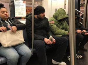 Юморист из Пятигорска Семен Слепаков объявил конкурс на самый смешной комментарий его фото в нью-йорском метро