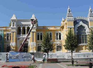 Остановить варварскую реконструкцию: антикварные окна меняют на дешевый пластик в здании кисловодских ванн