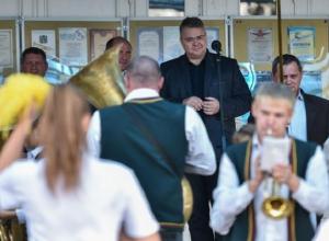 Расстроганный игрой мальчика на старой трубе губернатор Ставрополья подарил духовому оркестру новые инструменты