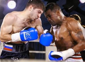Боксер-профессионал из Пятигорска уверенно разобрался с чернокожим бойцом из Танзании