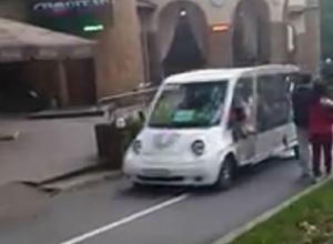 Электромобили на дорожках парка в Кисловодске возмутили отдыхающих