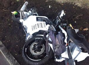 Молодой мотоциклист разбился насмерть в страшном ДТП на перекрестке в Ставрополе