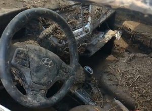 «Это боль»: ливни превратили дорогую иномарку в «бесполезный кусок железа» на Ставрополье