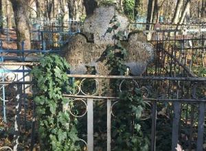 «Прогулка среди могил»: закрытое ставропольское кладбище все еще встречает гостей