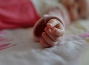 Маленькая девочка внезапно умерла, а ее сестра-близнец попала в реанимацию в Буденновске