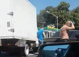 Крупное ДТП с четырьмя автомобилями застопорило движение на выезде из Ставрополя и попало на видео
