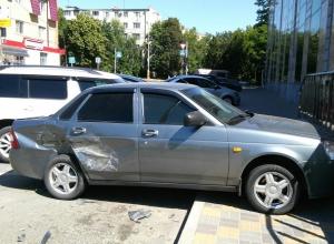 «Истребитель Приор»: «БМВ» «смяла» легковушку и скрылась с места ДТП в Ставрополе