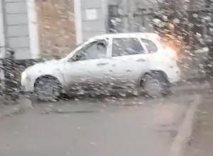 Наглую «проходку» на автомобиле по тротуару засняли на видео возмущенные ставропольцы