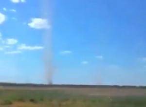 Смерч в поле сняли на видео в Ставропольском крае