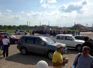 На Ставрополье сотрудники стекольного завода перекрыли трассу