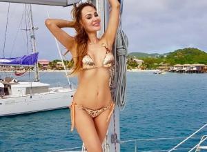 «Горячие» фото в купальнике с островов показала ставропольская модель Анна Калашникова