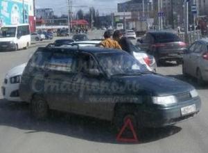 Незначительное ДТП «легковушек» стало причиной затора на 45 Параллели в Ставрополе