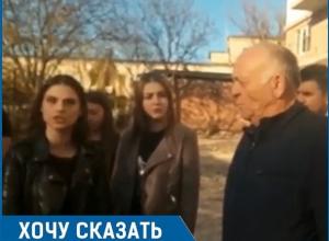 «Почему вы обижаете детей, у которых нет родителей?», - жительница Пятигорска
