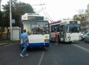 Огромная пробка образовалась после ДТП троллейбуса, маршрутки и «ПАЗика» в Ставрополе