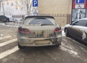Паркуюсь как хочу: Porsche, BMW и Opel заняли места для инвалидов в Ставрополе
