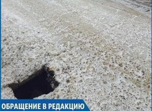 Огромная яма в тротуаре рядом со школой насторожила ставропольских родителей