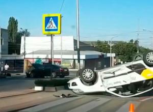 Такси и «Тойота» столкнулись у гостиницы Бештау в Пятигорске