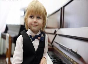 Каждый может поддержать своим голосом шестилетнего пианиста-виртуоза из Ставрополя Елисея Мысина