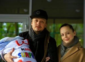 Первенец Тихомир родился в семье популярного ставропольского певца Димосса Саранчи