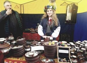 Веселые народные гулянья с ярмаркой продуктов и рыцарским турниром прошли в центре Ставрополя